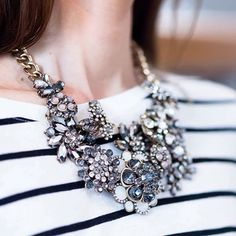 Vintage-inspired Flower Bouquet Statement Necklace #flowernecklace #fashion #style #elegant #statementnecklace - 32,90  @happinessboutique.com