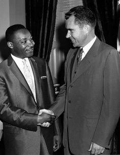 Martin-Luther-King-with-Richard-Nixon.jpg (967×1250)