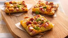 Ham and Cheese Crescent Snacks recipe featured on DesktopCookbook. Ingredients for this Ham and Cheese Crescent Snacks recipe include 1 can crescent rolls, 2 Tbsp margerine, 1 tsp mustard, and 1 C cubed ham. Create your own online recipe box. Pizza Appetizers, Appetizer Recipes, Snack Recipes, Cooking Recipes, Pizza Snacks, Easter Recipes, Fancy Appetizers, Veggie Pizza, Ham Recipes