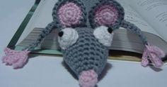 Después de tanta fiebre ratonil, no me he podido resistir y aquí está mi ratoncito marcapáginas.     Es muy fácil de hacer y en unas ... Household Items, Crochet Hats, Crafts, Diy, The World, Crochet Projects, Creative Crafts, Mark Making, Crochet Mouse