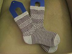 Mustersammlung Männersocken Knitting Socks, Knit Socks, Boot Toppers, Stockings Legs, Leg Warmers, Mittens, Projects To Try, Boots, Handmade