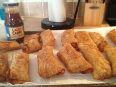 Spicy buffalo chicken eggrolls with with sweet n sour! Omg just made its egg roll skins ranch dressing hidden valley packets also 4 chicken breast hot sauce wing sauce these are delish! Buffalo Chicken Eggrolls, Hidden Valley Ranch Dressing, Mini Foods, Egg Rolls, Hot Sauce, Cornbread, Delish, Chicken Recipes, Spicy