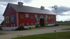 Check out this..Barn Quilts Galore!!