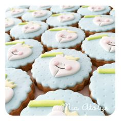 First tooth cookies Fondant Cookies, Baby Cookies, Fun Cookies, Dental Cake, Tooth Cake, Cap Cake, First Tooth, Muffin, Dessert Recipes