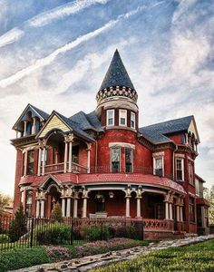 Within the Victorian time architects tried bountiful styles, plus the outcome has been a golden age group of both communal and community center architecture. Architecture Cool, Victorian Architecture, Abandoned Houses, Old Houses, Abandoned Mansions, Beautiful Buildings, Beautiful Homes, Victorian Style Homes, Victorian Era
