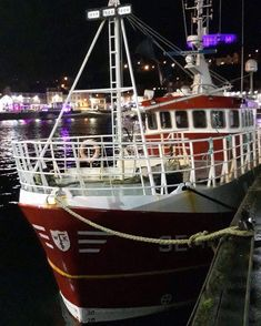 Awesome shot of the Emma in Oban Scotland  #EmmaJane #SE101 #fishing #vessel #fishingvessel #crabbing #crab #lobster #shellfish #seafood #sustainable #traceable #favisofsalcombe #family #business #crackingcrab #oban #scotland #ocean