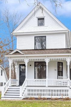 1905 Victorian In Genoa Illinois — Captivating Houses Folk Victorian, Victorian Farmhouse, Victorian Cottage, Victorian Homes, Victorian Interiors, Victorian Design, Illinois, Exterior Design, Interior And Exterior