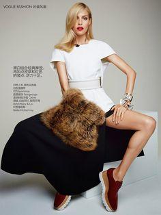 Vogue China:Anja Rubik by Patrick Demarchelier (fur Muff)