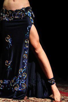 Beautiful skirt and legs by `lilbittydemon. Belly Dance Skirt, Belly Dance Outfit, Tribal Belly Dance, Belly Dancer Costumes, Belly Dancers, Dance Costumes, Pirate Costumes, Lady Like, Dance Outfits