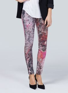 J BRAND 620-SUPERNOVA - Ultrastretch jeggings with an out-of-this-world print
