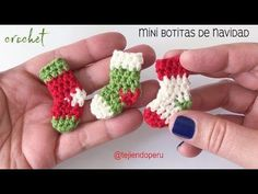 Hottest Totally Free knitting slippers videos Suggestions Mini botas o medias de Navidad tejidas a crochet Christmas Crochet Patterns, Crochet Christmas Ornaments, Holiday Crochet, Diy Christmas, Crochet Christmas Stockings, Crochet Stocking, Mini Stockings, Crochet Summer, Crochet Diy