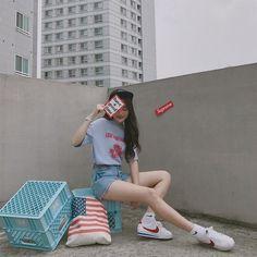 korean street fashion which look cool! Korean Fashion Trends, Korean Street Fashion, Korea Fashion, Fashion Tips For Women, Asian Fashion, Fashion Ideas, Fashion Hacks, Korean Summer Outfits, Korean Fashion Summer Casual