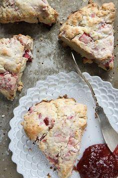 Easy Rhubarb Recipes, Rhubarb Desserts, Fruit Recipes, Sweet Recipes, Baking Recipes, Dessert Recipes, Strawberry Rhubarb Pie, Oven Recipes, Easy Recipes