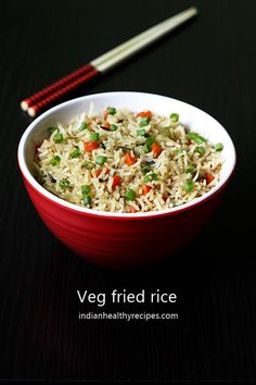 Veg fried rice recipe with video - Learn how to make fried rice - Restaurant style quick, delicious, simple & flavorful chinese vegetable fried rice recipe Lunch Box Recipes, Lunch Snacks, Veg Recipes, Indian Food Recipes, Healthy Dinner Recipes, Vegetarian Recipes, Chinese Recipes, Recipies, Jowar Recipes