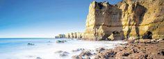 Die Algarve zieht Auswanderer an - via DerWesten 07.02.2013 | Surfer aus allen Teilen Europas haben den Reiz der Algarve im Winter längst entdeckt. Die Algarve lockt mit ihrer Landschaft, der entspannten Lebensart und dem angenehmen Klima, das auch im Winter viele Surfer an den Strand zieht.