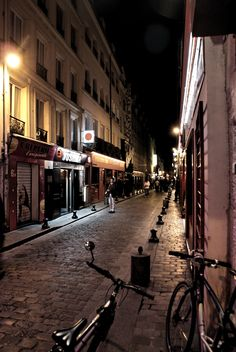 Petite ruelle à côté de la place de la Bastille. #Paris #France
