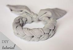 Mon Petit Violon designs: DIY tutorial - Crochet Jersey Bracelet! ✿⊱╮http://www.pinterest.com/teretegui/✿⊱╮