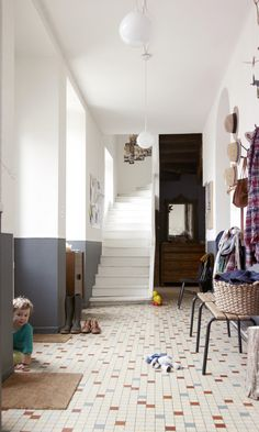 Aurélie Lecuyer and Jean Christophe, Gustave 6 and Honoré 3 - The Socialite Family Home Interior Design, Interior And Exterior, Interior Paint, Family Room, Home And Family, Flur Design, Entry Hallway, House Entrance, Beautiful Interiors