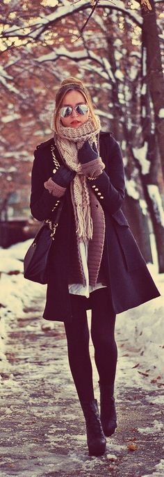 Lovely Winter Street Style Fashion in Black. Walk to Class in Style During the Winter