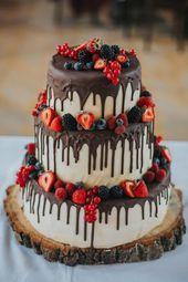 Rustic Drip Strawberry Chocolate Wedding Cake The post 2019 Wedding Cake Trends: 25 Drip Wedding Cakes appeared first onHoneymoon. Wedding Cake Centerpieces, Wedding Cake Rustic, Wedding Cake Vintage, Fruit Wedding Cake, Fall Wedding Cakes, Rustic Weddings, Vintage Weddings, Drip Cakes, Fresh Flower Cake
