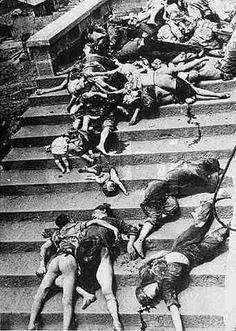 Durante la invasión de Nanking, los soldados sometieron a las mujeres a la…