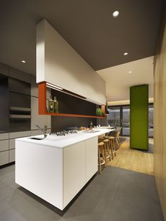 Gorgeous Kitchen Interior Design Kitchen Decor To have a better kitchen interior design, you should consider what elements do you love in your kitchen? Contemporary Home Offices, Contemporary Decor, Modern Decor, New Kitchen Interior, Open Plan Kitchen Living Room, Cocinas Kitchen, Cuisines Design, Home Decor Inspiration, Cool Kitchens