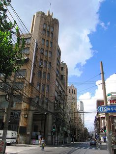 The historic Art Deco bank building at Jiangxi Zhong Lu and Tianjin Lu. Not sure if it's the Central Savings Association or the Jiangsu-Zhejiang Commercial and Savings Bank [see the comments].    Check out the string of magnificent old art deco buildin http://viettelidc.com.vn