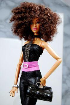 Love her natural hair style Beautiful Barbie Dolls, Pretty Dolls, Fashion Royalty Dolls, Fashion Dolls, Afro, Diva Dolls, Barbie And Ken, Barbie Barbie, African American Dolls