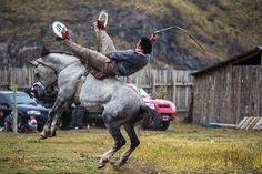 Gaucho rodeo in Argentina http://www.timetravelturtle.com/2012/03/argentinian-rodeo-gaucho/ #travel #argentina #patagonia #horses #rodeo