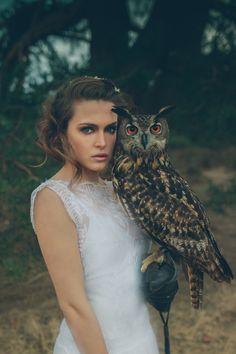 Stunning bridal portrait with owl! | Moody Dark & Whimsical Fantasy Birds of Prey Wedding Ideas via @whimwondwed, pics by Leentje loves Light