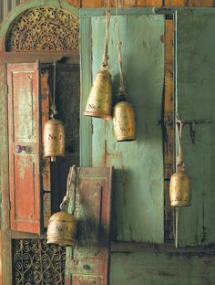 Love the rustic elegance of brass temple bells against the rough textured wall. Wabi Sabi, Love Bells, Temple Bells, Ring My Bell, Ding Dong, Decorative Bells, Wind Chimes, Brass, Beautiful
