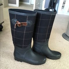 Hunter Rain boots NOT HUNTER!! J Crew rain boots!! Just put that for exposure. Black and tweed J Crew rain boots. Very cute to wear on a rainy day or everyday. Size 8. I wear an 8 boot and 8.5 shoe. These fit me well with any sock. Good condition. Lots of life left in them. J. Crew Shoes Winter & Rain Boots