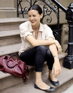 Garance Dore looking very chic // love that maroon bag