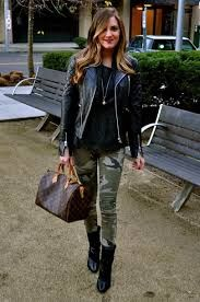 19 Cool Outfits With Camo Leggings 19 Cool Outfits With Camo Leggings Glam Sugar Camo Pants Fashion, Camo Leggings Outfit, Outfit Jeans, Leggings Fashion, Army Pants Outfit, Camo Skinnies, Black Leggings, Legging Outfits, Moda Femenina