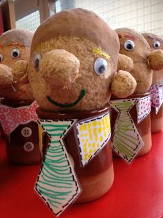 Fête des pères. Cadeau Parents, Diy And Crafts, Crafts For Kids, Spring Fair, Why Try, Classroom Projects, Classroom Ideas, Toddler Activities, Gingerbread Cookies