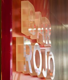 This designer has applied acrylic letters to give an impression, that light is shining on them and also forming a slight shadow. Shop Signage, Signage Display, Retail Signage, Signage Design, Directional Signage, Wayfinding Signage, Environmental Graphic Design, Environmental Graphics, Design Stand