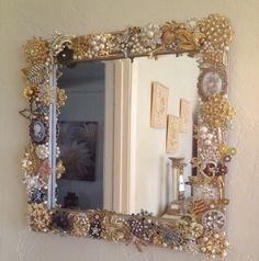Obsessed with these vintage brooch mirrors!
