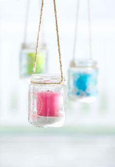 Glazen windlichtjes in verschillende kleuren, vrolijk je boom of schutting op door een gezellig lichtje op te hangen! - lief! lifestyle | Glass lights in different colours, brighten up your tree or fence! - lief! lifestyle