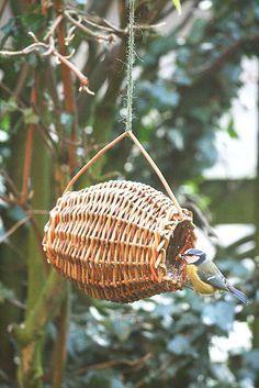 'Barrel Feeder' willow craft project - As featured in book: Willow Craft 10 Bird Feeder Projects Bird House Feeder, Bird Feeders, Willow Weaving, Basket Weaving, Deco Nature, Basket Crafts, Beautiful Birds, Bird Houses, Garden Art