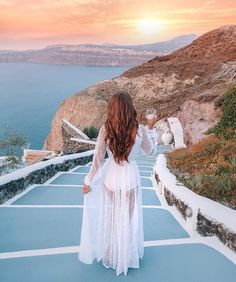 Good morning everyone! I'm back today with another travel guide from our honeymoon, this time to SANTORINI, Greece! When you picture Greec. Mykonos, Santorini Greece, Combi Jean, Amalfi Coast, Wanderlust Travel, Greece Outfit, Southern Curls And Pearls, Leading Hotels, Vacation Outfits