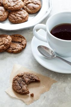 Chewy Ginger Molasses Cookies (Gluten Free, Paleo Friendly) Totally trying these! Molasses cookies are a tradition in our house & we miss them Cookies Gluten Free, Paleo Cookies, Gluten Free Treats, Gluten Free Baking, Gluten Free Desserts, Paleo Dessert, Healthy Sweets, Dessert Table, Sweet Recipes