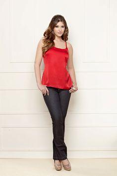 Look básico para o dia-a-dia: calça REF 010009 e blusa de seda  REF 030565