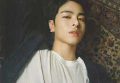 Hes so damn beautiful it's not fair I can't function when looking at him. Kim Jinhwan, Chanwoo Ikon, Korean Bands, South Korean Boy Band, Ikon Member, Koo Jun Hoe, Ikon Kpop, Ikon Wallpaper, People