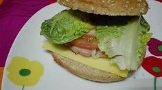 Hamburguesa de pollo casera Carne Picada, Hamburger, Chicken, Ethnic Recipes, Food, Spice, Dishes, Dough Balls, Essen