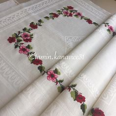 Diy Embroidery, Knitting Patterns, Diy And Crafts, Cross Stitch, Instagram, Embroidered Towels, Cross Stitch Embroidery, Hardanger, Hand Embroidery