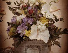 Arreglo floral vintage, para bodas en lata personalizada con anturium, fresia, eucalipto El Taller de Joan