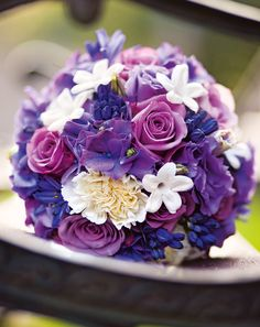 Lilafarbener Brautstrauß mit Rosen und Hortensien – Purple wedding bouquet with roses and hydrangea – www.weddingstyle.de