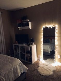 61 Cute Girls Bedroom Ideas for Small Rooms & GentileForda.ComThe post 61 cute girls bedroom ideas for small rooms 51 appeared first on Dekoration. Room Ideas Bedroom, Teen Room Decor, Small Room Bedroom, Night Bedroom, Bedroom Inspo, Small Bedroom Ideas For Teens, Small Teen Room, Modern Bedroom, Apartment Bedroom Decor