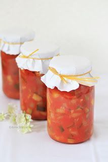 Wiem co jem Hot Sauce Bottles, Pickles, Catering, Recipies, Food And Drink, Stuffed Peppers, Healthy Recipes, Homemade, Cooking