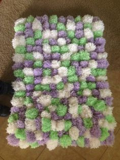 PomPom Rug Once upon a time, there was this old woman who took her crafting very seriously. She loved crafting, Diy Pom Pom Rug, Pom Pom Crafts, Pom Poms, Diy Carpet, Rugs On Carpet, Carpets, Yarn Projects, Sewing Projects, Diy Puffs